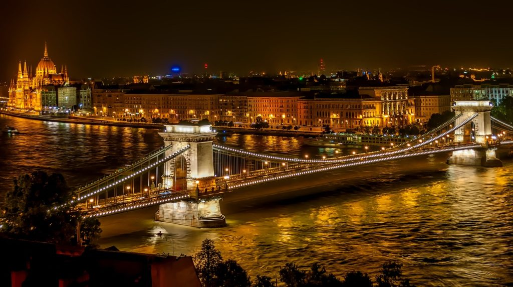 szechenyi-chain-bridge-1758196_1280