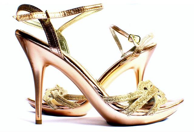 sexy-lodicky-nebo-sandalky-na-ples